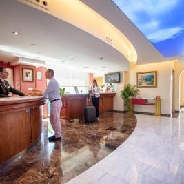 Стойка регистрации отеля Montíboli