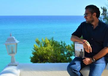 Un café y un libro mirando al mar con Máximo Huerta