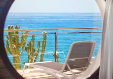 Ventana con vistas al mar